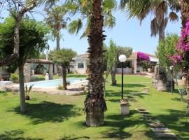 In vendita villa con piscina a Surbo